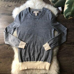 Banana Republic Gray sweater size S tiny hole